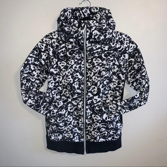 Lululemon size 6 black & white pattern hoodie